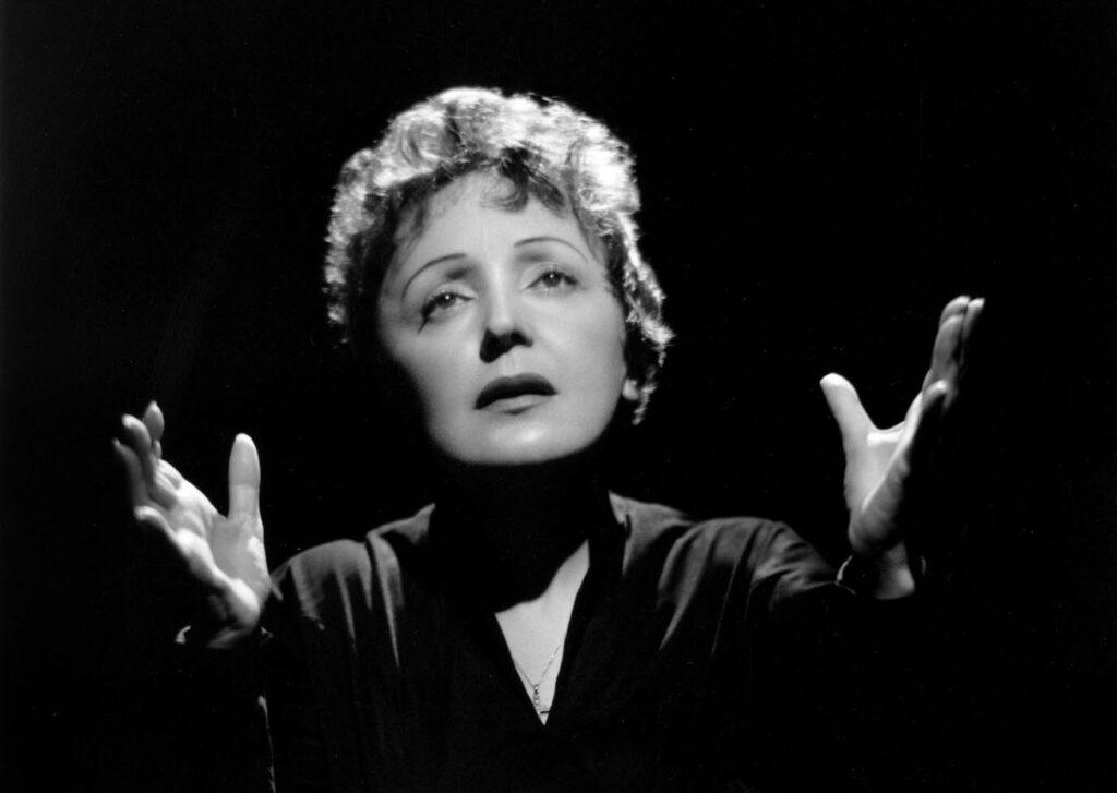 Non, Je Ne Regrette Rien autorstwa Édith Piaf: Francuski tekst i polskie tłumaczenie